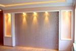 монтаж подсветки на стене
