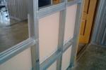 собранная стенка с дверью