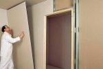 стена с дверью