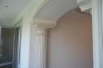 украшения арки колоннами
