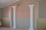 пристенные колонны в спальне