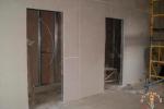 отделка перегородки с дверью