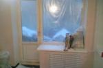 трубы в комнате на балкон