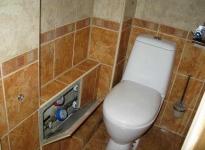 kak-zakryt-truby-v-tualete