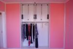 розовая отделка гардеробной