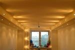 оформление и освещение потолка в коридоре