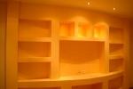 цветовая палитра стелажа в гостинной