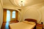 дизайн потолока в зале