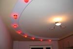 красная подсветка в зале