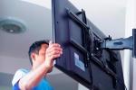 процесс монтажа телевизора