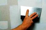 процесс шпаклевки стен