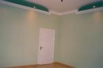 белые двери салатовые стены
