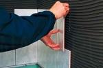 приклеивание кафеля на гипсовые панели