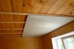 вариант отделки деревянного потолка