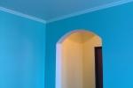 синяя отделка гостинной