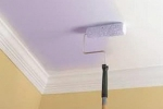отделка потолка фиолетовой краской
