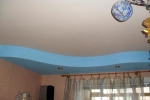 голубой короб на потолке