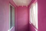 фиолетовая отделка балкона