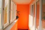 балкон в оранжевых тонах