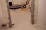 процесс укрепления стенок проема