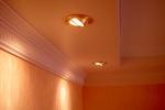 точечные светильники в прихожей