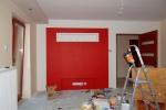 отделка помещения в красных тонах