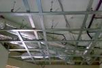 многоуровневый каркас на потолке