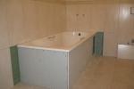 зашивка пространства под ванной