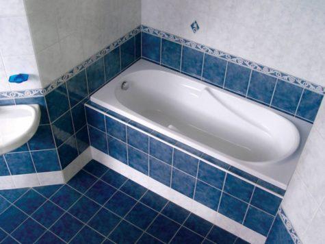 короб из гкл под ванной покрытый плиткой