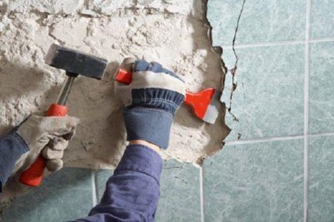 очистка стен в ванной о старого покрытия
