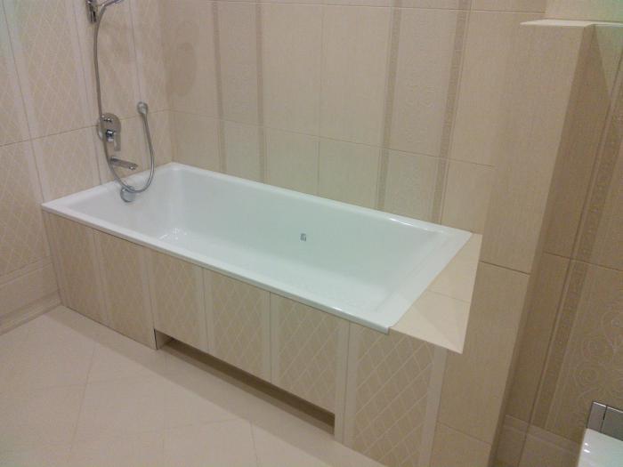 установленный гипсокартонный короб под ванной