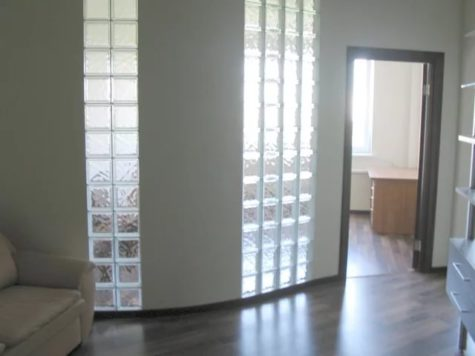 перегородка с окнами