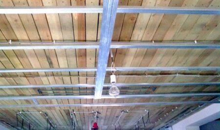 подвесной потолок деревянный