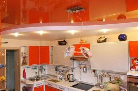 кухня двухуровневый потолок