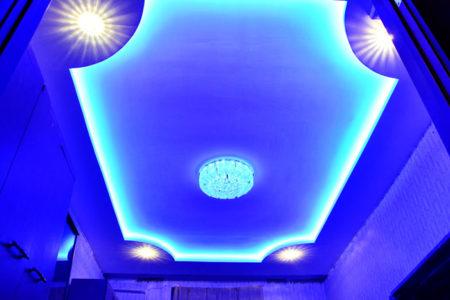 подсветка потолок гипсократон