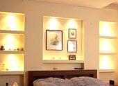 Гипсокартонные ниши в спальне: разновидности и варианты отделки