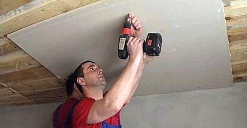 крепление гипсокартона к деревянному потолку