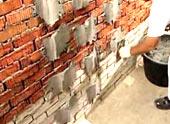 Процесс выравнивания гипсокартонных стен без каркаса