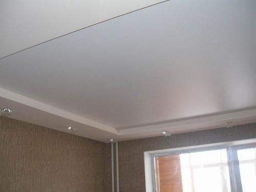 натяжной потолок с коробом