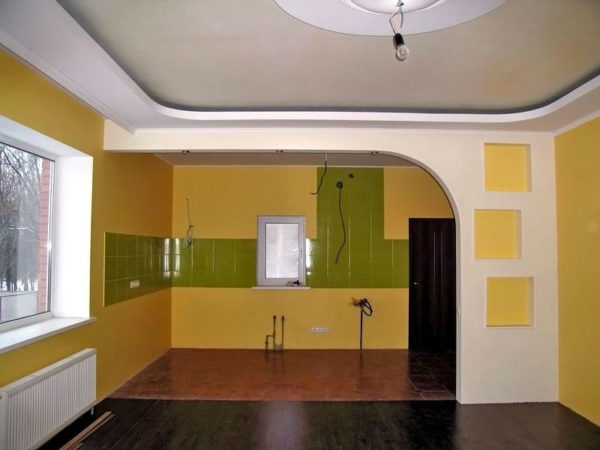 Гипсокартонная перегородка между будущей кухней и иной комнатой