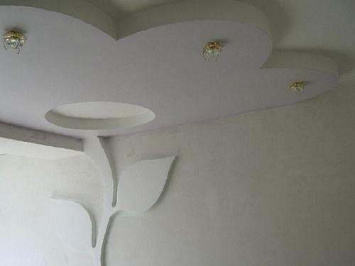 цветок на потолке и стене