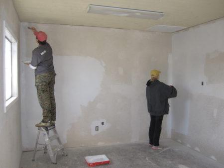 стены грунтовать
