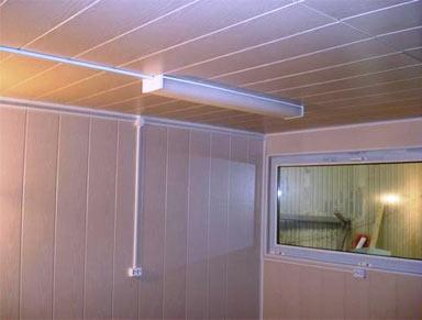 сены и потолок отделаны ПВХ панелями