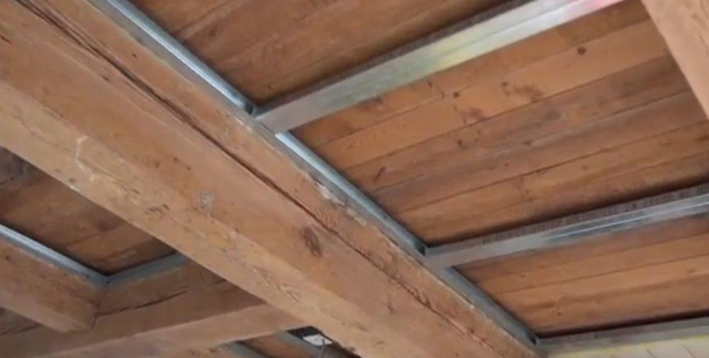 Создание каркасной основы на потолке для ГКЛ под балки