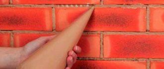 Процесс затирки швов между гипсовыми плитками