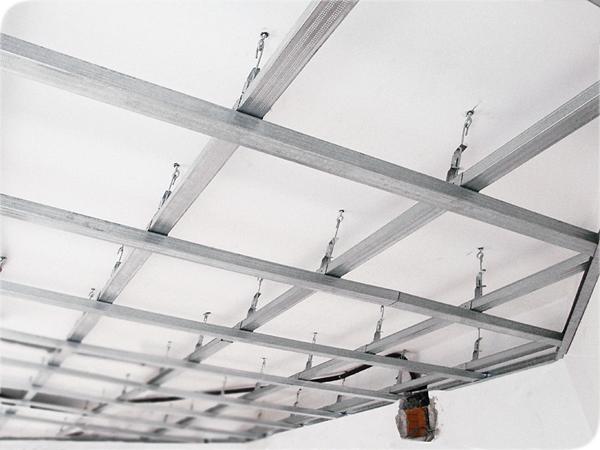 Готовый каркас на потолке для гипсокартонной отделке