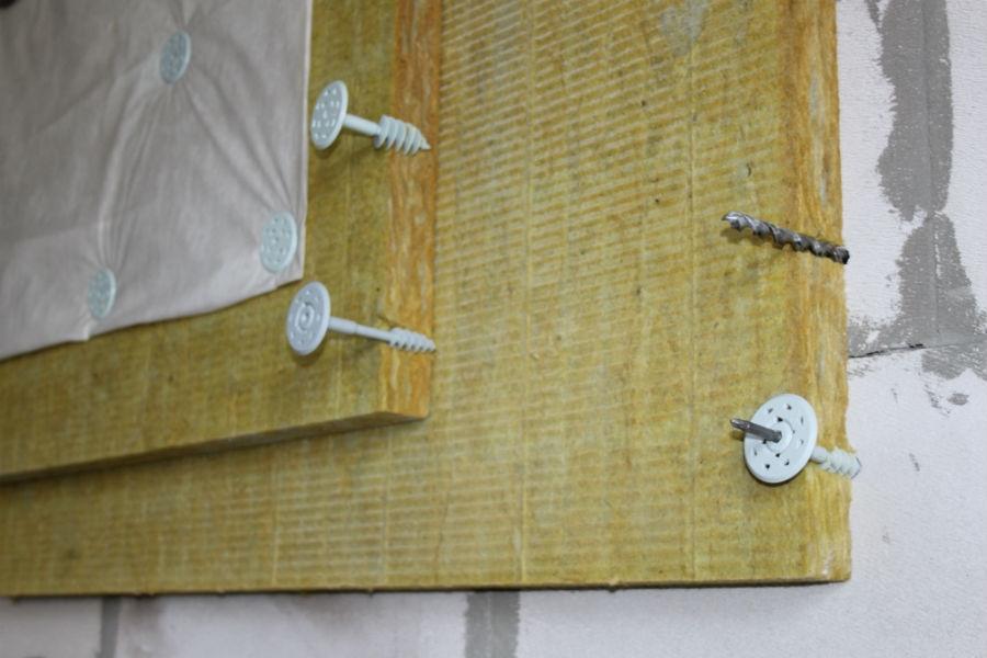 применение стекловаты на стене