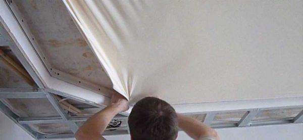 Фиксация полотна на потолке