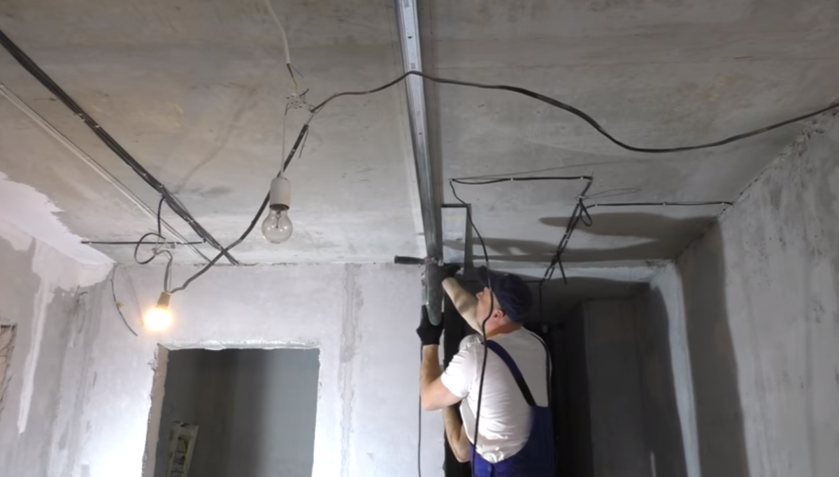 направляющий профиль на потолок