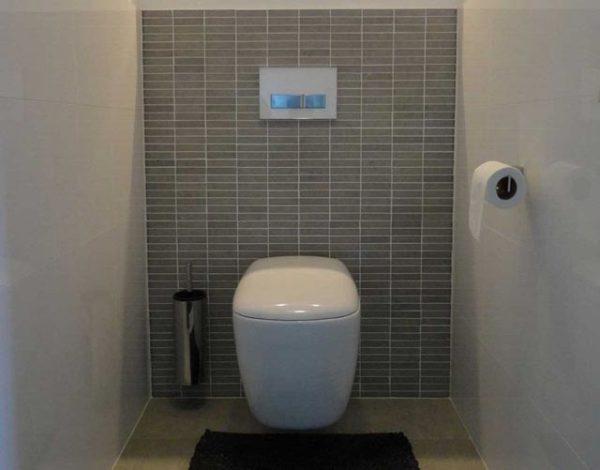туалет с инсталяцией